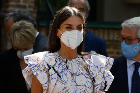 La nueva blusa de flores y volantes de la reina Letizia se convierte en la gran protagonista de su último look