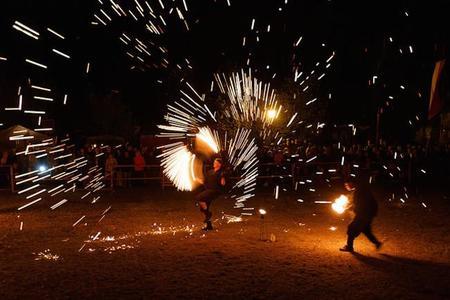 Fuegos artificiales y pirotecnia en San Juan: cómo prevenir lesiones oculares