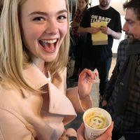 Una cafetería del festival de Sundance hace cafés a los famosos con su cara en ellos, y es lo mejor que hemos visto