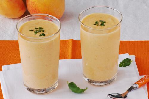 25 recetas de smoothies fáciles, rápidas y saciantes a base de frutas y verduras para tu dieta