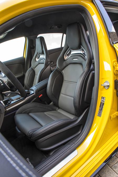 Mercedes-AMG A35 asientos delanteros baquet