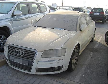 Autos de lujo abandonados en Dubai