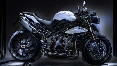 Lightech y Triumph Speed Triple 1050: carbono y magnesio a raudales