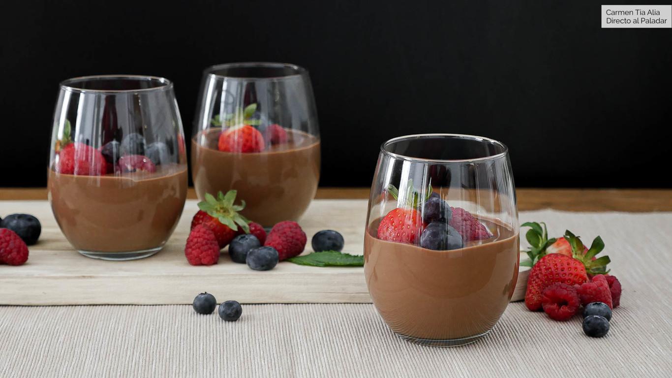 Crema rápida de chocolate con frutos rojos, receta fácil (con y sin robot de cocina) en vídeo