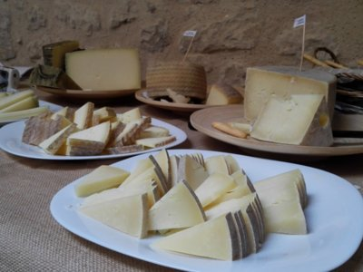 Palencia da a conocer sus quesos de oveja en la feria de Baltanás