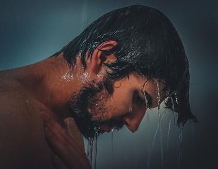 hombre-en-la-ducha