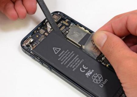 Apple detecta problemas en la batería de algunos iPhone 5 y anuncia programa de reemplazo