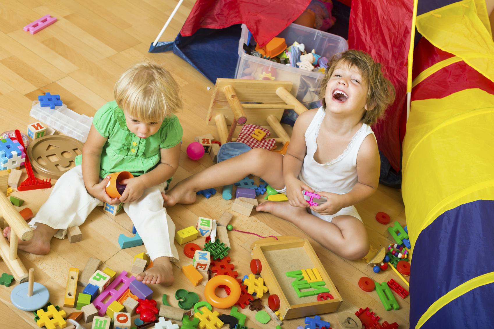 De niños y juguetes a menudo menos es más