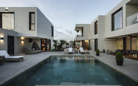 Puertas abiertas: una vivienda a medida en Sevilla, modular y con interiorismo mediterráneo