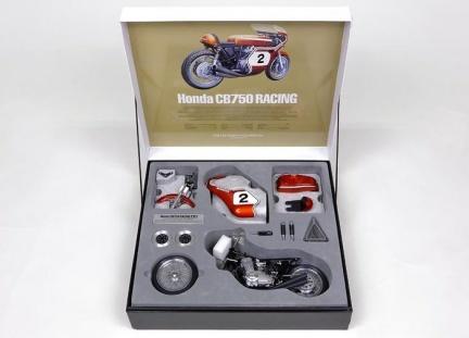 Honda CB 750 por Tamiya a 1/6