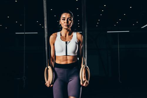 Agarre normal y agarre falso en el muscle up de CrossFit: cuál es mejor y cuándo utilizar cada uno de ellos
