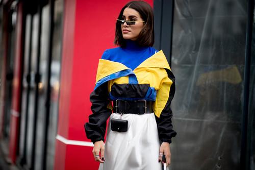 El street style lo dice  las sudaderas vintage nos llevan a la década de los 9a2a09b7e7e