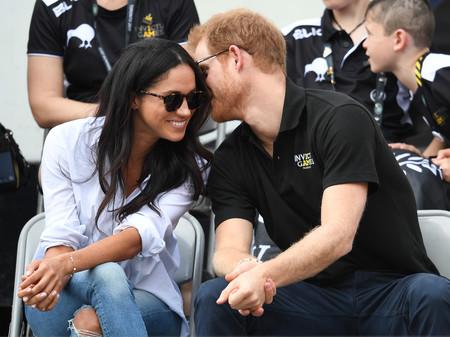 Primera aparición del Príncipe Harry con su novia Meghan Markle, ¿te inspirarán sus outfits este otoño?