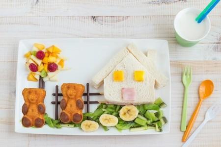 Una deliciosa merienda para dos o más niños: Paisaje de frutas y Osito LULU