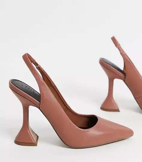 Zapatos abiertos en el talón con tacón geométrico