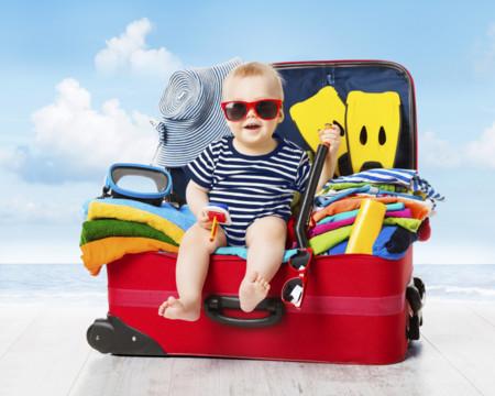 En vacaciones, no te lleves la casa a cuestas: 13 artículos para el cuidado del bebé que te simplificarán la vida