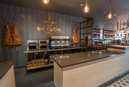 La reforma clásica de Skylon Bar & Grill conecta espacios difíciles usando formas y materiales de última tendencia