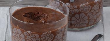 Cómo hacer mousse de chocolate esponjosa con dos ingredientes y sin huevo: receta vegana para sorprender a todos