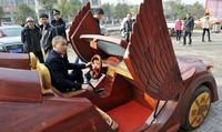 El hortera supercoche de madera de un granjero chino, que no pasa de 30 km/h