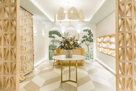 Soft & Raw, un espacio natural que evoca la artesanía y la tierra diseñado por DEVES|A|GENJO Interiorismo en Casa Decor 2020