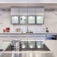 Encimeras porcelánicas con efecto de piedra natural: elementos en auge en las cocinas actuales
