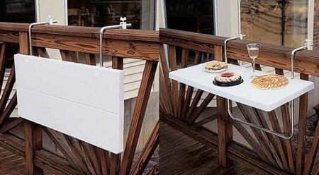 Mesa plegable para colocar en una barandilla