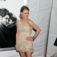 Kristen Stewart y Emillie De Ravin de estreno con Robert Pattinson: dos estilos opuestos