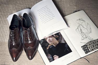 Los zapatos de hombre que sí debe tener una mujer en su armario