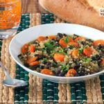Sopa de quinoa con alubias y zanahoria. Receta saludable