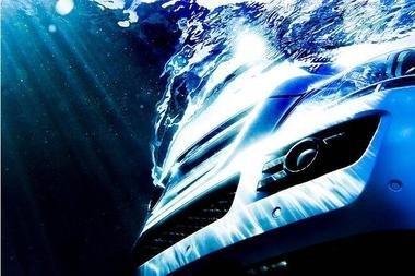 Mercedes Clase GL sumergido