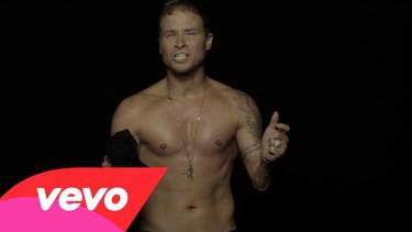 El tiempo no perdona... ¡Sólo dos Backstreet Boys se atreven a despelotarse en el videoclip de  'Show 'Em What You're Made Of'!