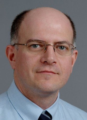 El director del CIS asegura que las redes sociales (de internet) no son redes sociales