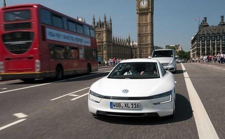 El Volkswagen XL1 se deja ver por las calles de Londres