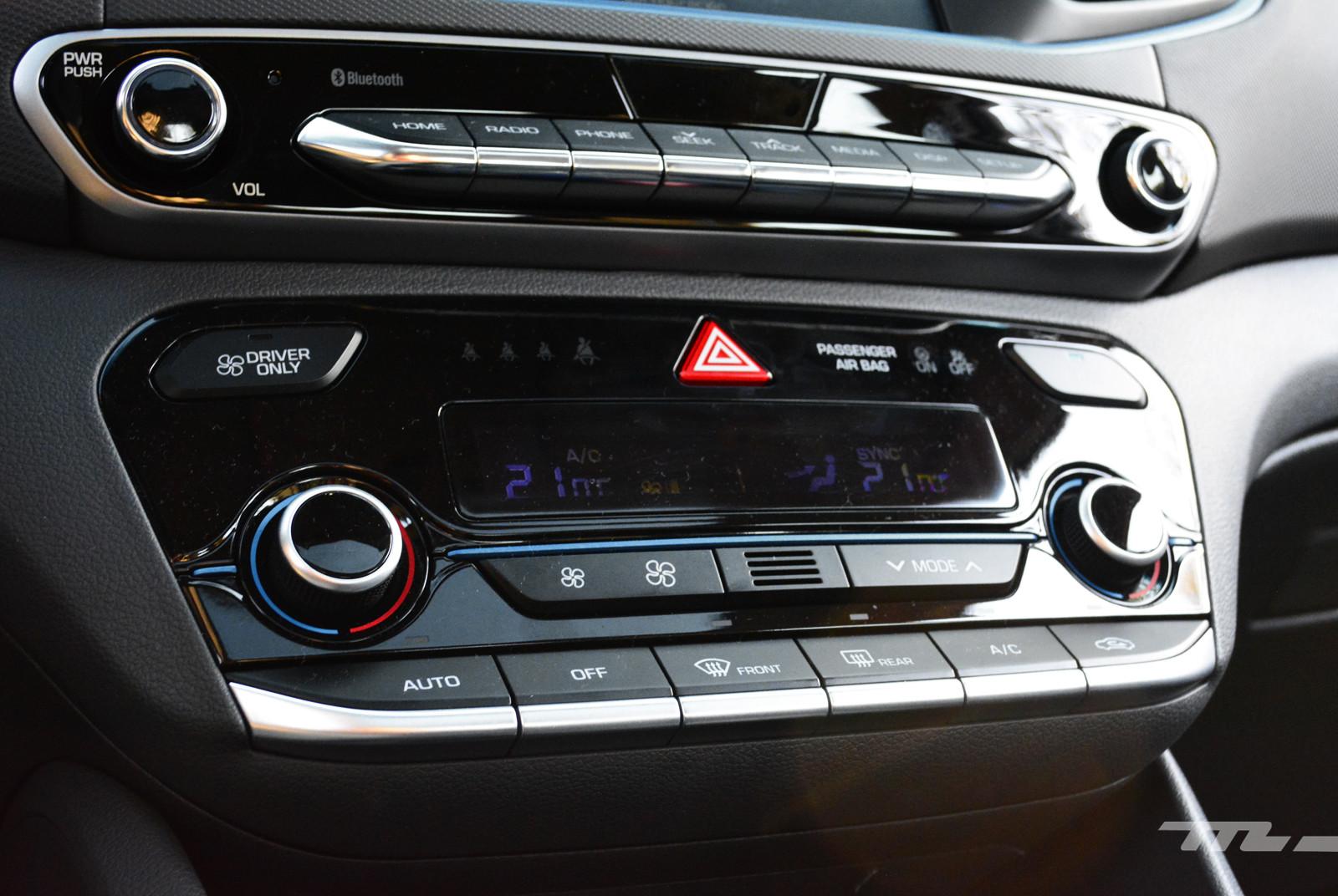Foto de Hyundai Ioniq vs. Toyota Prius (21/22)