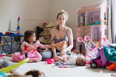 Una madre muestra lo que se aparenta y lo que es en realidad  su lucha contra la depresión postparto