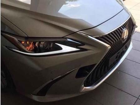 ¡Filtrado! El nuevo Lexus ES nos muestra su frente para darnos una idea de cómo se verá en su séptima generación
