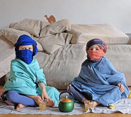 Las divertidas y educativas fotos de la vuelta al mundo de una familia durante el confinamiento