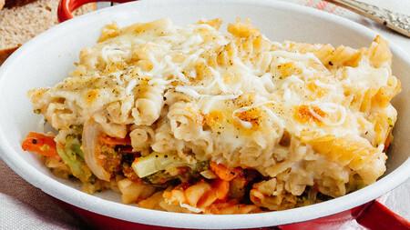 Pasta gratinada con verduras. Receta vegetariana