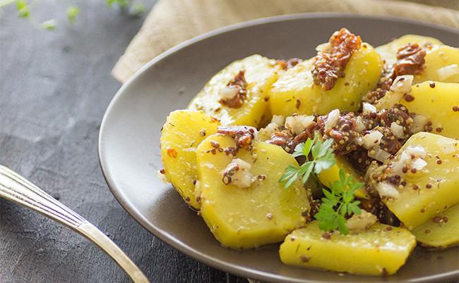 Ensalada templada de patatas y tomates secos: receta