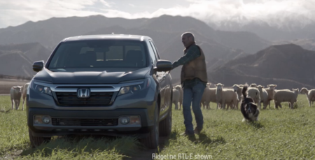 La nueva Honda Ridgeline le enseña a hablar a las ovejas en el comercial del Super Bowl