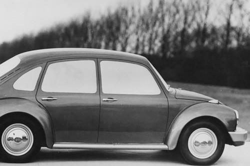 La ambiciosa historia del único Vocho de CUATRO puertas que terminó en el nacimiento del Volkswagen Golf