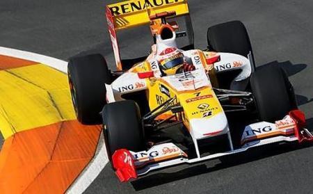 Fernando Alonso aligera para ser el más rápido de los segundos libres