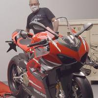 Así se entrega la primera Ducati Superleggera V4 de 115.000 euros: con visita a la fábrica y recibimiento de Claudio Domenicali