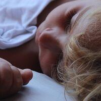 Si pasas días sin dormir lo suficiente no podrás recuperar las horas de sueño perdidas aunque luego duermas más