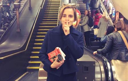 ¿Por qué Emma Watson está escondiendo libros en el metro de Londres?