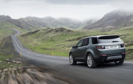landrover-discovery-sport-2015-650-14.jpg