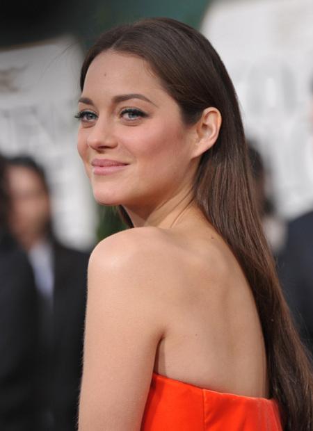 La espalda queda al aire en la primavera con los vestidos de fiesta de los Globos de Oro 2013