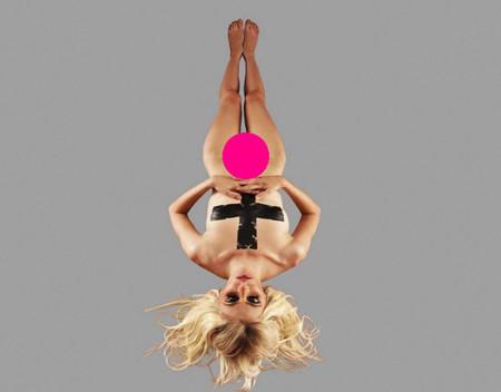 Taylor Momsen en pelotilla picada para promocionar su banda The Pretty Reckless