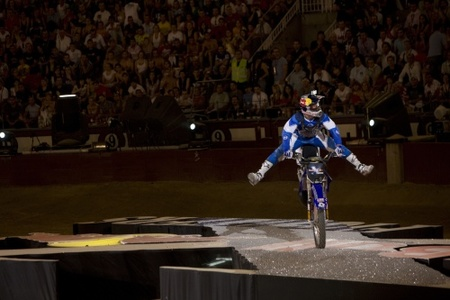 Los Red Bull X-Fighters paran en Las Ventas