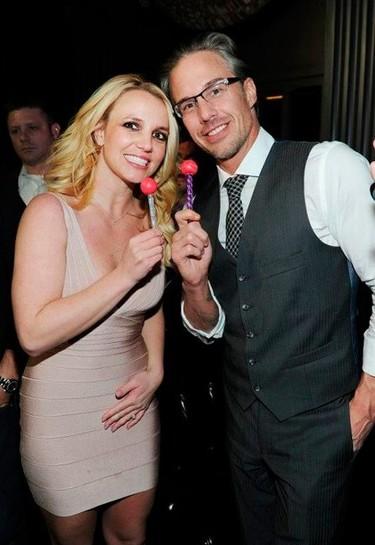 Con semejante anillo de compromiso, si Britney no se casa contigo, me caso yo